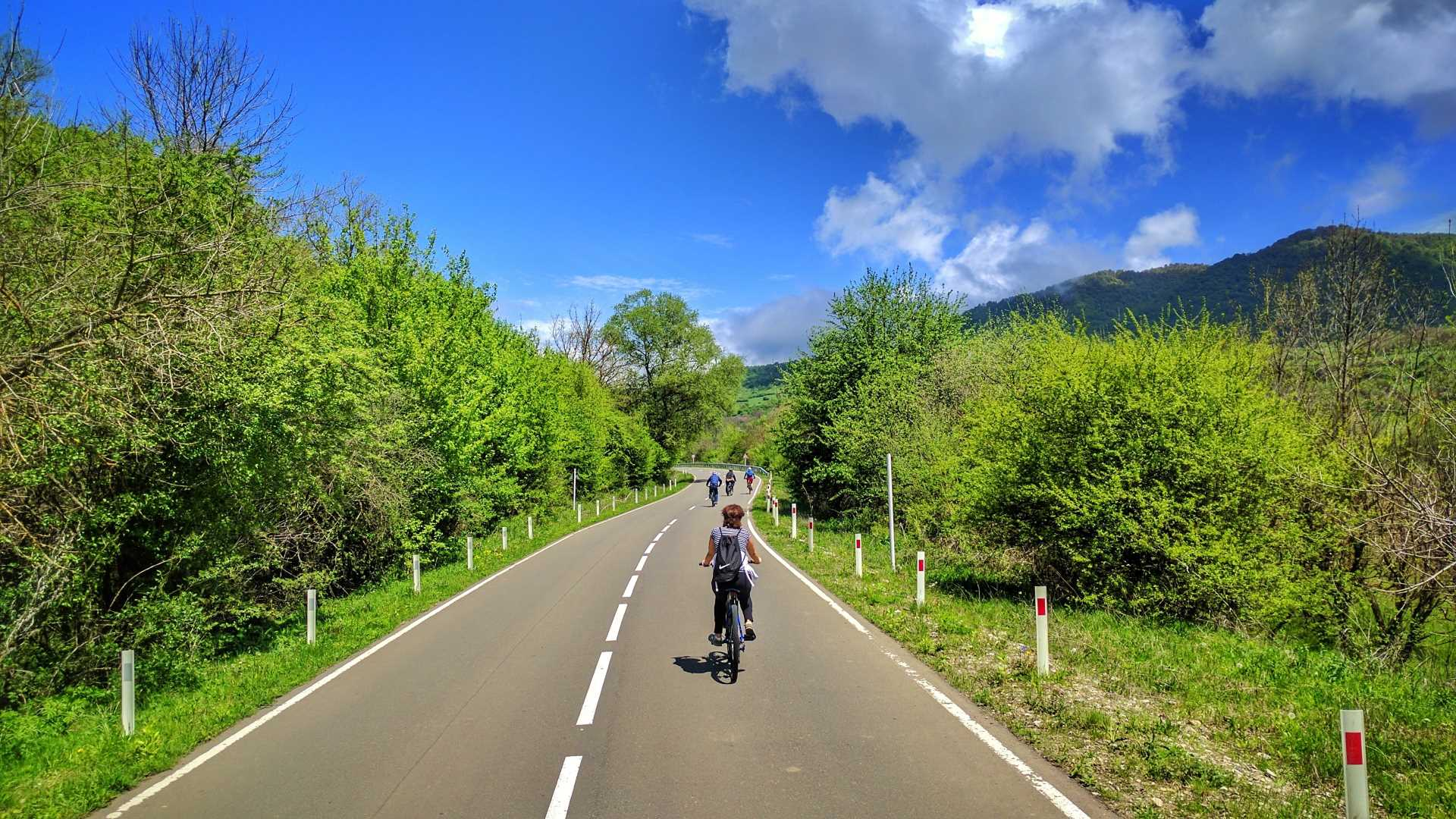 1 Day bike tour – Tskhvarichamia